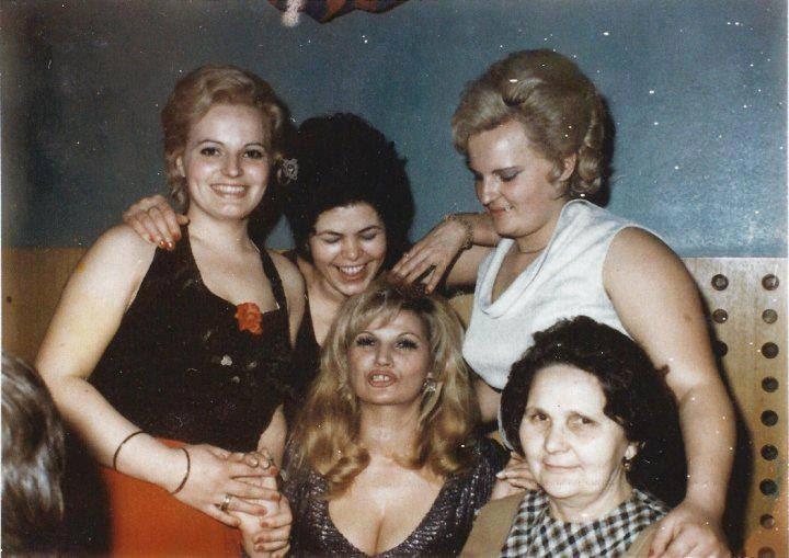 Dobojčanke: Zilha (Silvana) sa majkom Hajrijom i tri svoje komšinice