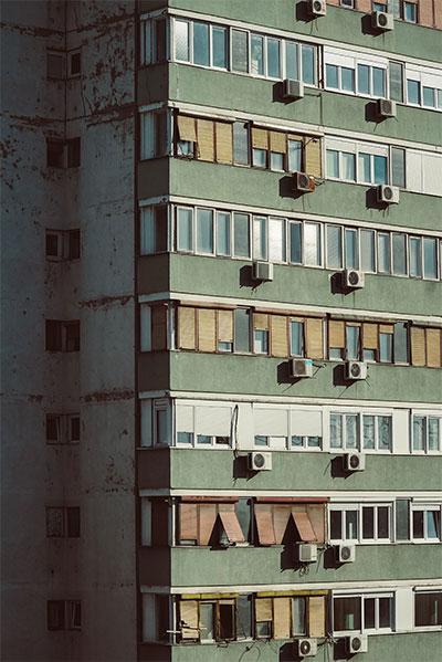 Važno je da su roletne spuštene: Zgrada na Novom Beogradu