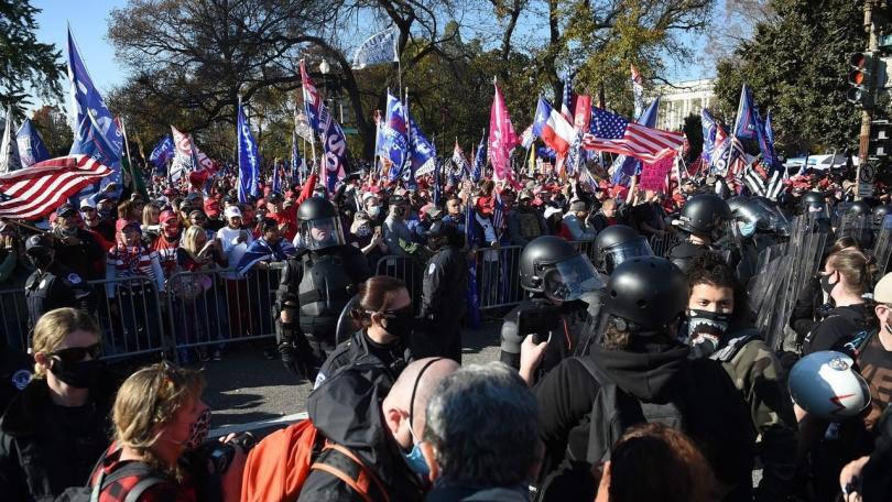 Hapšenja i tuče u Vašingtonu: Podeljena nacija na ulicama glavnog grada